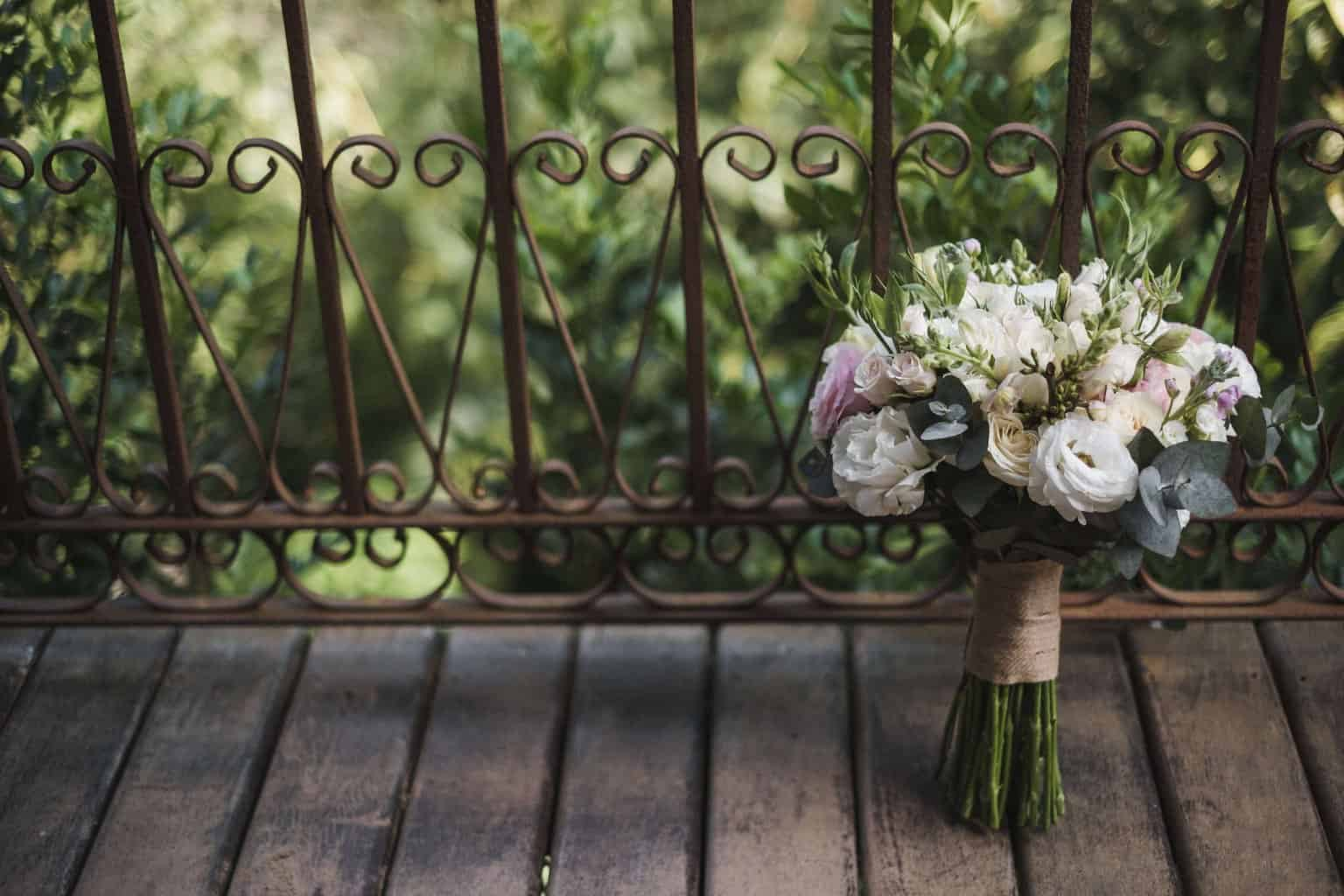 buque-casamento-na-serra-Fotografia-Renata-Xavier-Les-Amies-Cerimonial-Locanda-Della-Mimosa-making-of-Natalia-e-Bruno5