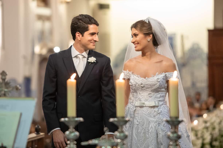 casamento-Natalia-e-Thiago-cerimonia-na-igreja-Fotografia-Cissa-sannomya-fotos-dos-noivos-no-altar-Igreja-Nossa-Senhora-do-Brasil71