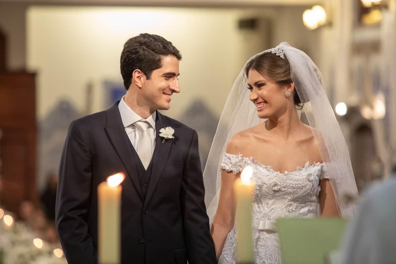 casamento-Natalia-e-Thiago-cerimonia-na-igreja-Fotografia-Cissa-sannomya-fotos-dos-noivos-no-altar-Igreja-Nossa-Senhora-do-Brasil77
