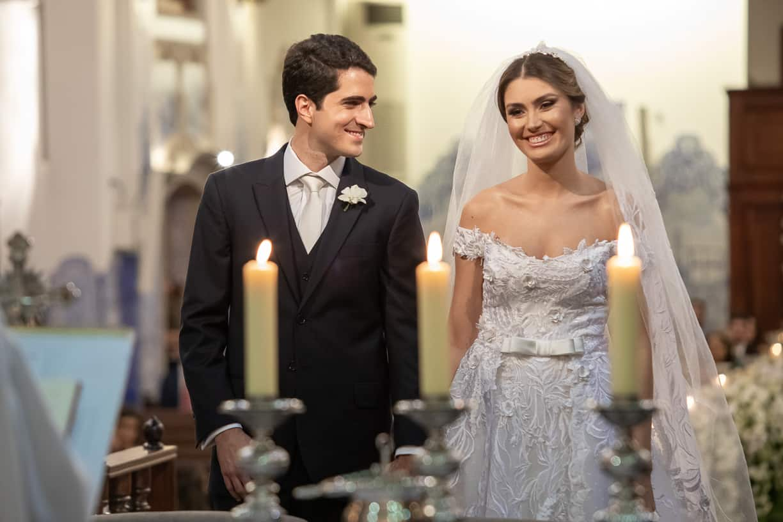 casamento-Natalia-e-Thiago-cerimonia-na-igreja-Fotografia-Cissa-sannomya-fotos-dos-noivos-no-altar-Igreja-Nossa-Senhora-do-Brasil78
