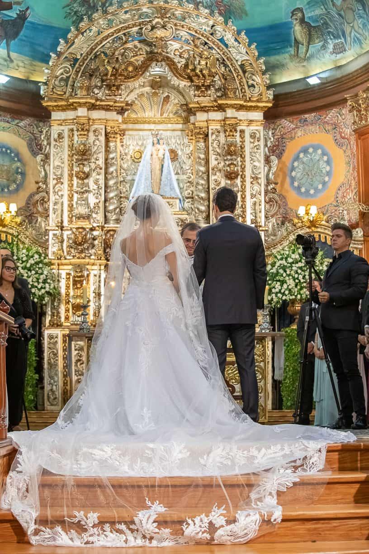 casamento-Natalia-e-Thiago-cerimonia-na-igreja-Fotografia-Cissa-sannomya-fotos-dos-noivos-no-altar-Igreja-Nossa-Senhora-do-Brasil87