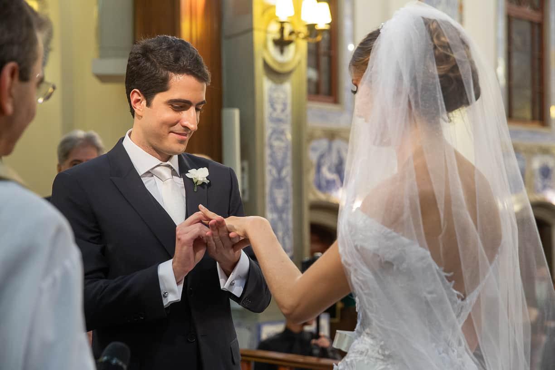 casamento-Natalia-e-Thiago-cerimonia-na-igreja-Fotografia-Cissa-sannomya-fotos-dos-noivos-no-altar-Igreja-Nossa-Senhora-do-Brasil89