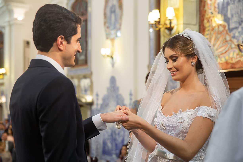 casamento-Natalia-e-Thiago-cerimonia-na-igreja-Fotografia-Cissa-sannomya-fotos-dos-noivos-no-altar-Igreja-Nossa-Senhora-do-Brasil90