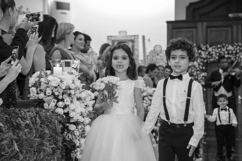 casamento-Natalia-e-Thiago-cerimonia-na-igreja-daminhas-e-pajens-Fotografia-Cissa-sannomya-Igreja-Nossa-Senhora-do-Brasil85