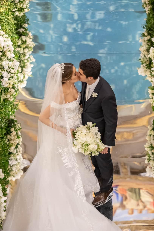 casamento-Natalia-e-Thiago-cerimonia-na-igreja-foto-do-casal-Fotografia-Cissa-sannomya-fotos-dos-noivos-no-altar-Igreja-Nossa-Senhora-do-Brasil121