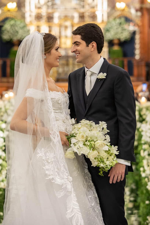 casamento-Natalia-e-Thiago-cerimonia-na-igreja-foto-do-casal-Fotografia-Cissa-sannomya-fotos-dos-noivos-no-altar-Igreja-Nossa-Senhora-do-Brasil123