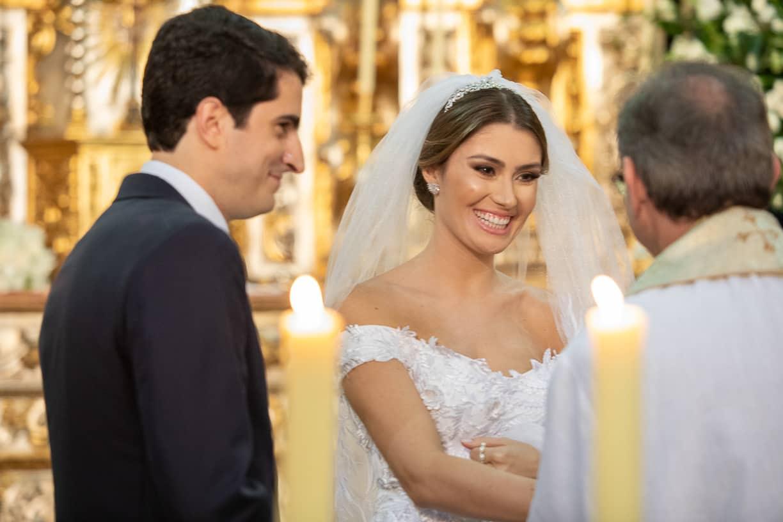 casamento-Natalia-e-Thiago-cerimonia-na-igreja-foto-dos-noivos-Fotografia-Cissa-sannomya-fotos-dos-noivos-no-altar-Igreja-Nossa-Senhora-do-Brasil98