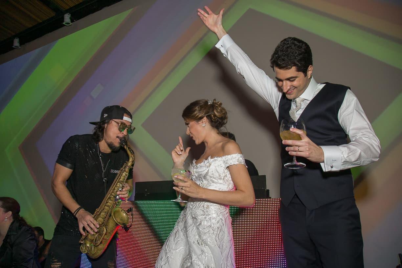 casamento-Natalia-e-Thiago-espaco-jardim-Europa-festa-de-casamento-Fotografia-Cissa-sannomya-noivos-na-pista-pista161