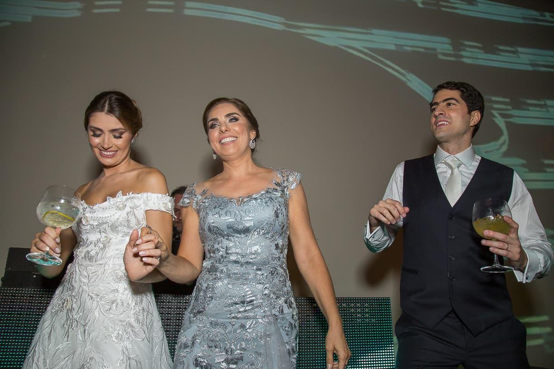 casamento-Natalia-e-Thiago-espaco-jardim-Europa-festa-de-casamento-Fotografia-Cissa-sannomya-noivos-na-pista-pista165