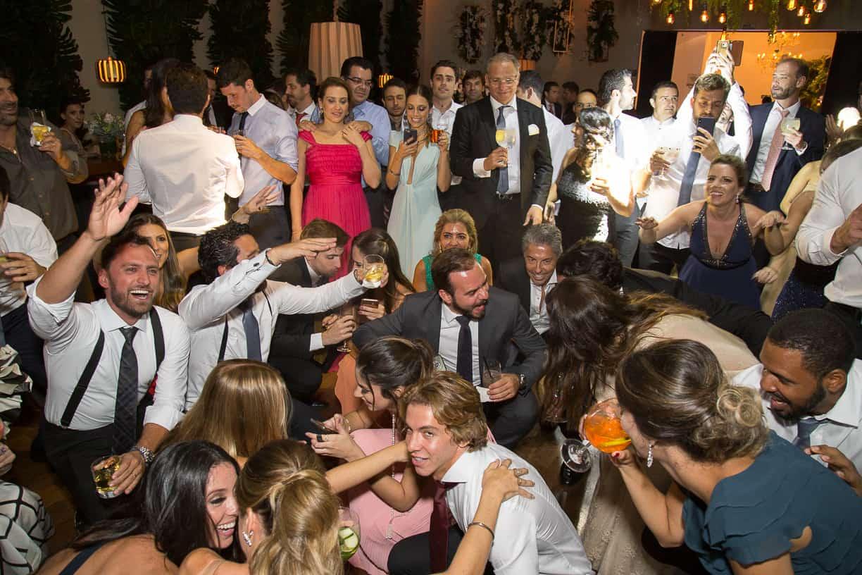 casamento-Natalia-e-Thiago-espaco-jardim-Europa-festa-de-casamento-Fotografia-Cissa-sannomya-noivos-na-pista-pista166