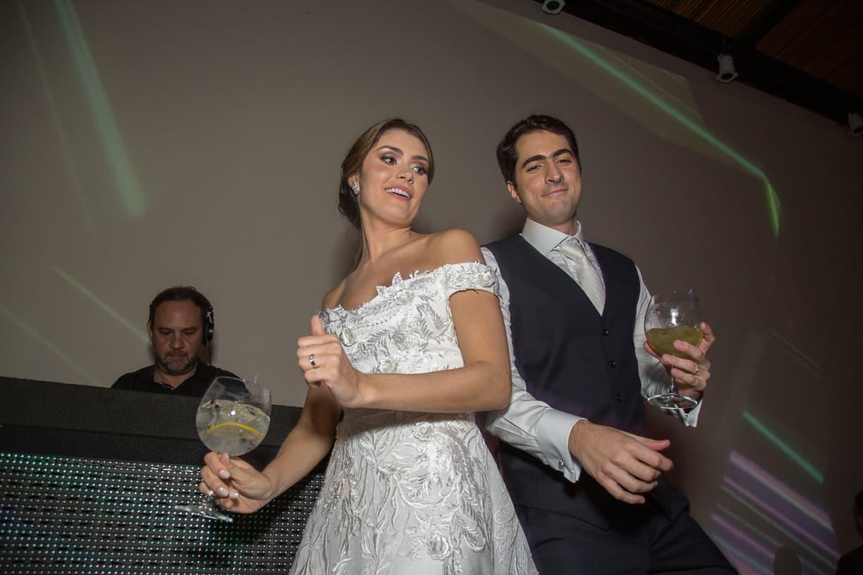 casamento-Natalia-e-Thiago-espaco-jardim-Europa-festa-de-casamento-Fotografia-Cissa-sannomya-noivos-na-pista-pista172
