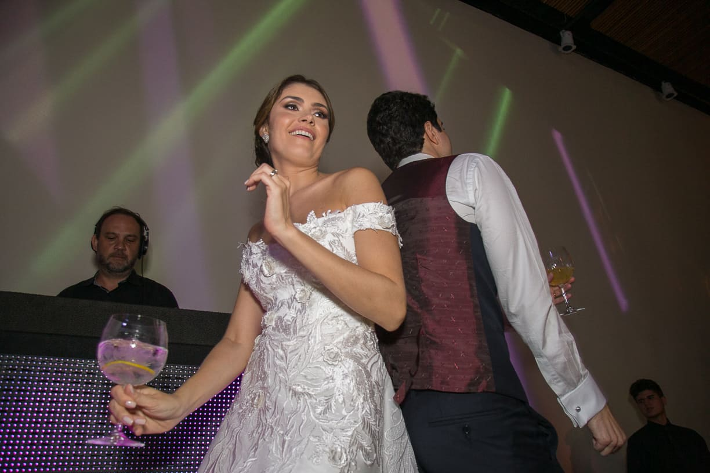 casamento-Natalia-e-Thiago-espaco-jardim-Europa-festa-de-casamento-Fotografia-Cissa-sannomya-noivos-na-pista-pista173