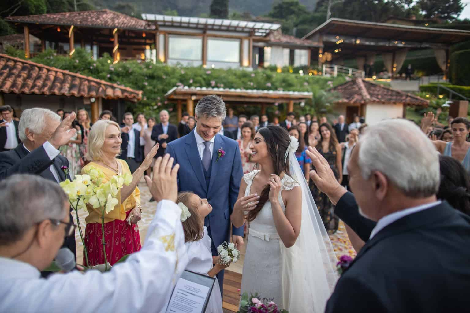 casamento-na-serra-cerimonia-ao-ar-livre-Fotografia-Laura-Campanella-graviola-filmes-Juliana-e-Sebastian-Pousada-La-Belle-Bruna250