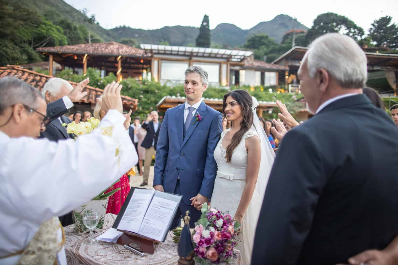 casamento-na-serra-cerimonia-ao-ar-livre-Fotografia-Laura-Campanella-graviola-filmes-Juliana-e-Sebastian-Pousada-La-Belle-Bruna252