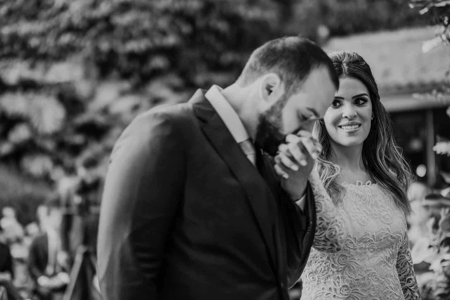 casamento-na-serra-cerimonia-ao-ar-livre-Fotografia-Renata-Xavier-Les-Amies-Cerimonial-Locanda-Della-Mimosa-Natalia-e-Bruno-noivos-no-altar389