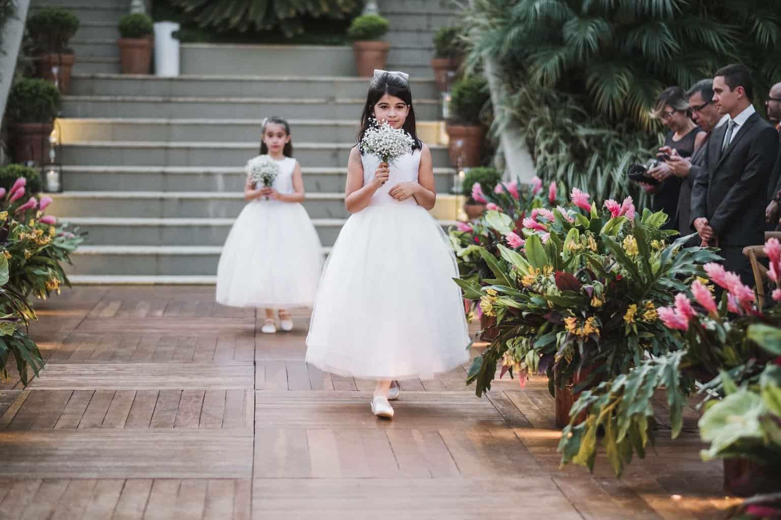 casamento-na-serra-cerimonia-ao-ar-livre-daminhas-Fotografia-Renata-Xavier-Les-Amies-Cerimonial-Locanda-Della-Mimosa-Natalia-e-Bruno346