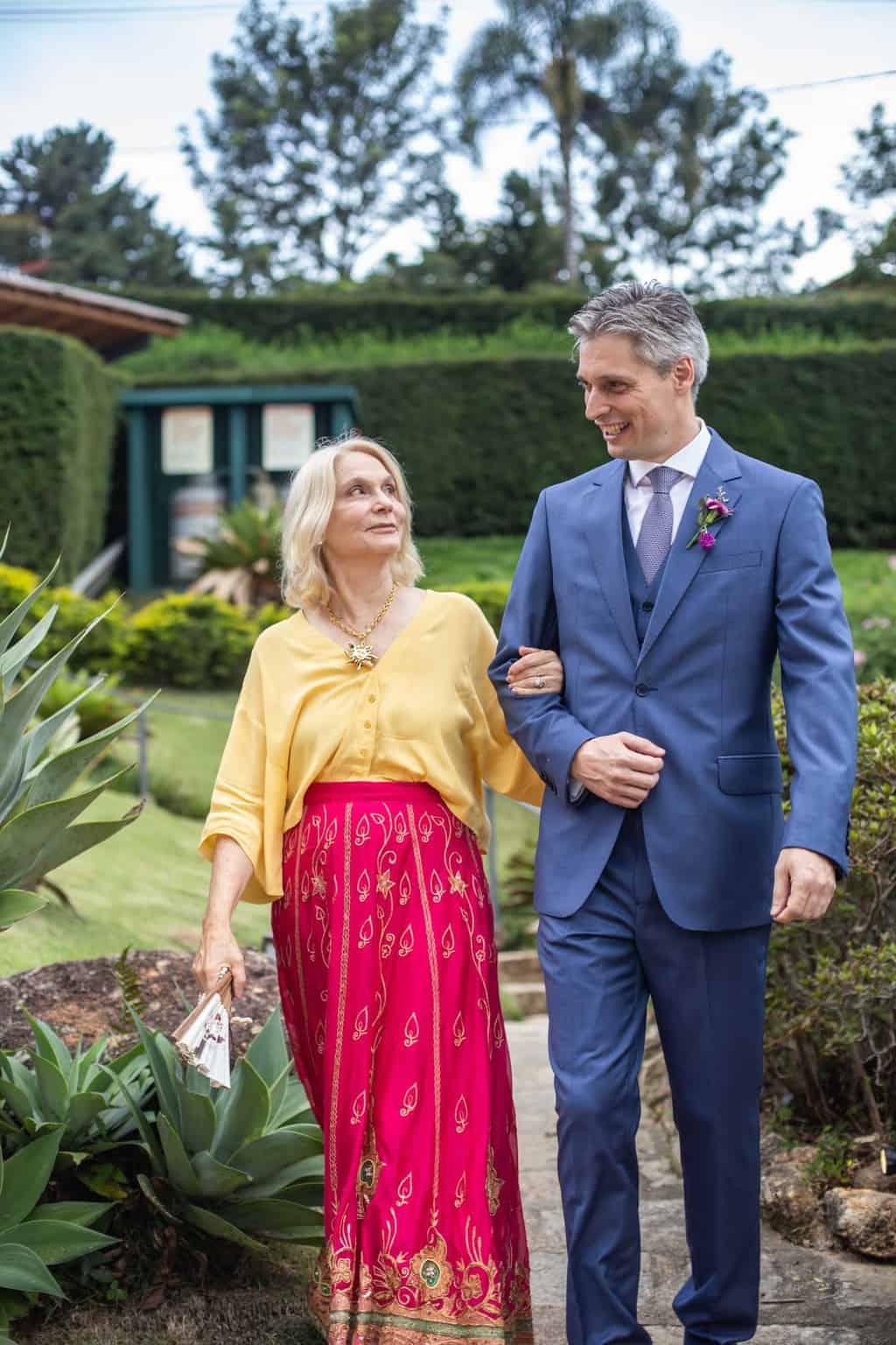 casamento-na-serra-cerimonia-ao-ar-livre-entrada-do-noivo-Fotografia-Laura-Campanella-graviola-filmes-Juliana-e-Sebastian-Pousada-La-Belle-Bruna20