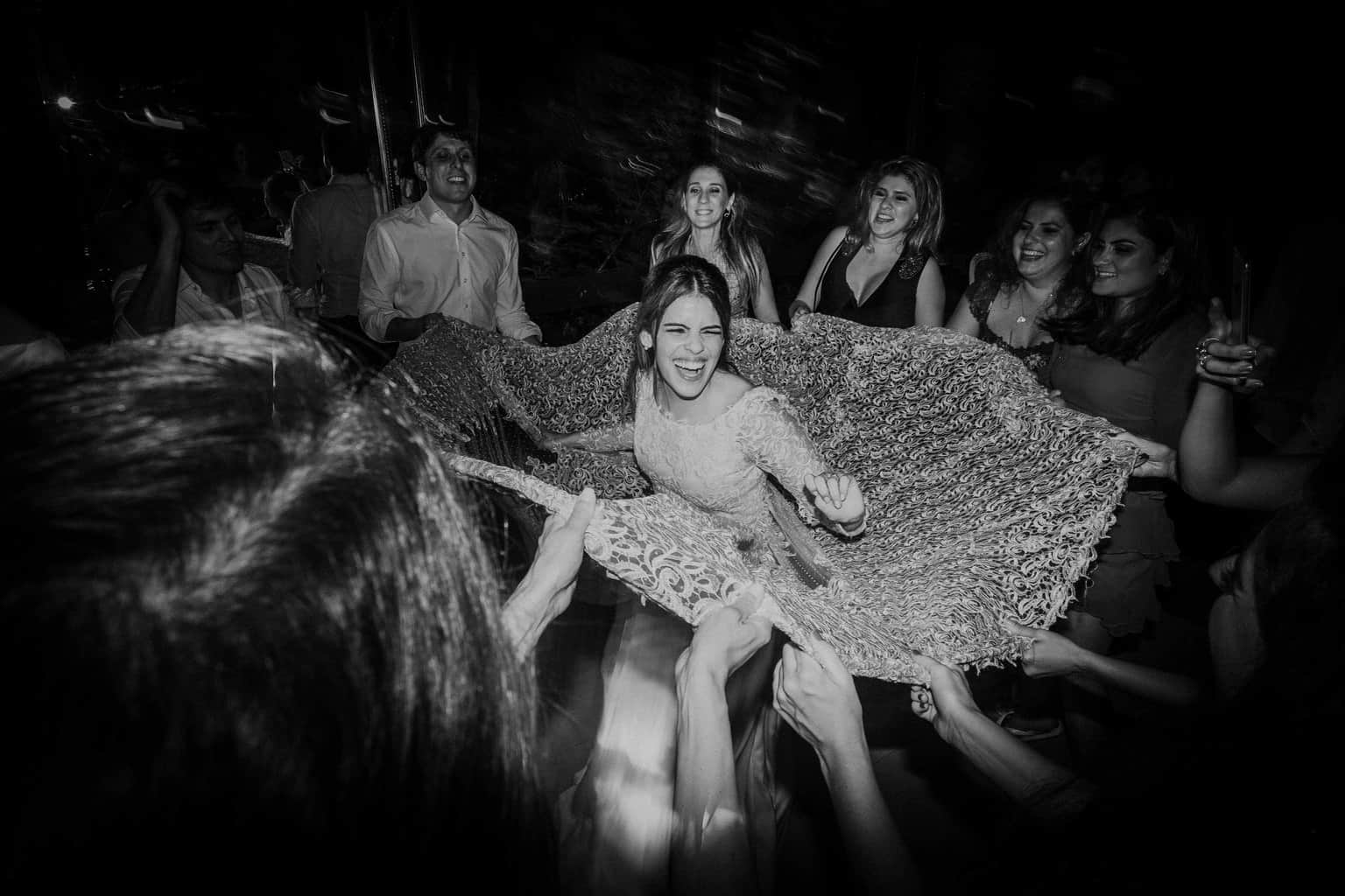 casamento-na-serra-festa-de-casamento-Fotografia-Renata-Xavier-Les-Amies-Cerimonial-Locanda-Della-Mimosa-Natalia-e-Bruno-noiva-na-pista719