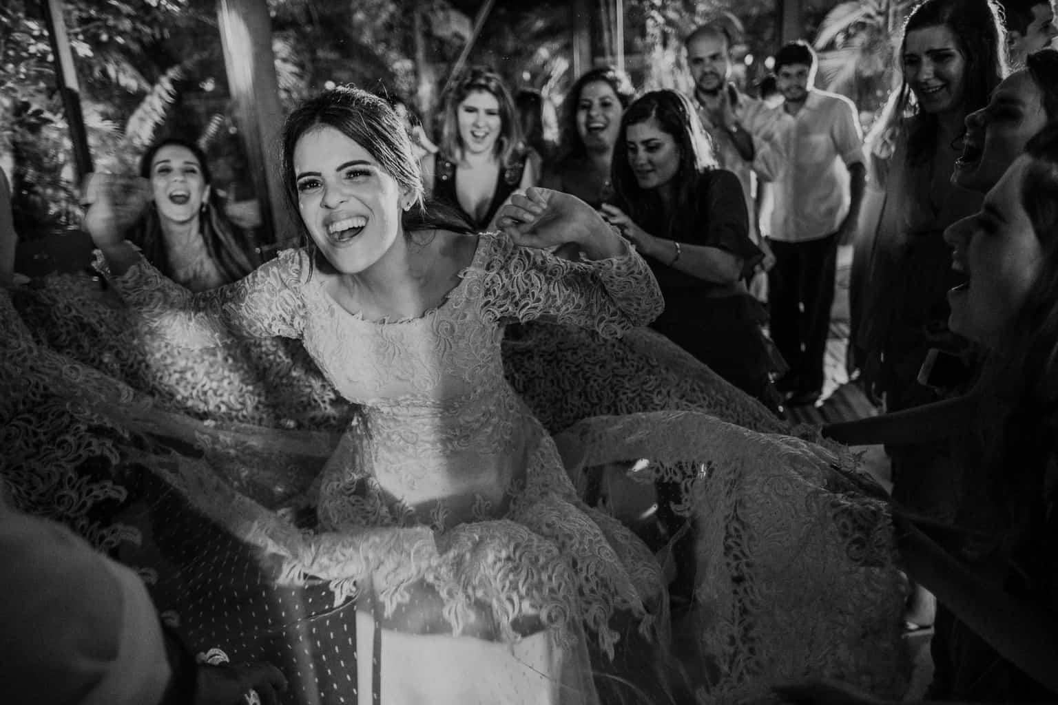 casamento-na-serra-festa-de-casamento-Fotografia-Renata-Xavier-Les-Amies-Cerimonial-Locanda-Della-Mimosa-Natalia-e-Bruno-noiva-na-pista726