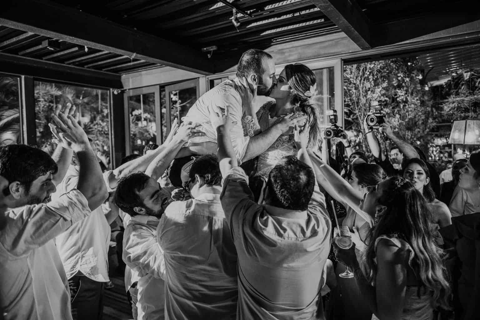 casamento-na-serra-festa-de-casamento-Fotografia-Renata-Xavier-Les-Amies-Cerimonial-Locanda-Della-Mimosa-Natalia-e-Bruno-noivos-na-pista705-1