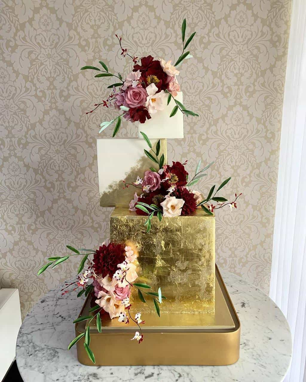 montagem-moderna-bolo-the-king-cake
