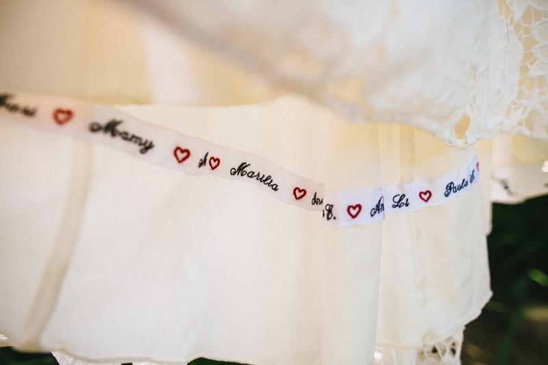 tradicao-de-casamento-nome-das-amigas-na-barra-do-vestido-de-noiva