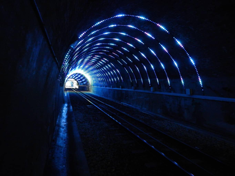 Cable-Car-em-Túnel-de-Luzes