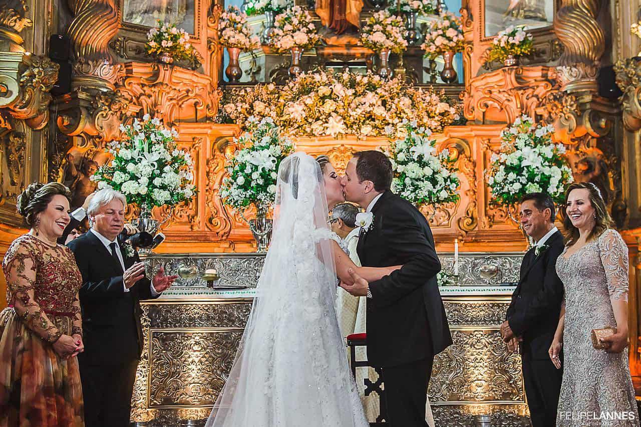 Casamento-Beatrice-e-Luiz-Augusto-casamento-classico-cerimonia-na-igreja-fotografia-Felipe-Lannes-noivos-no-altar14