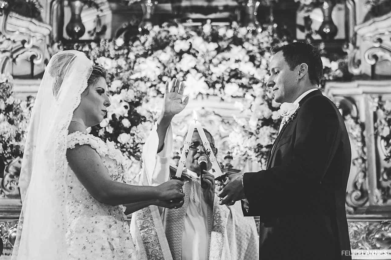 Casamento-Beatrice-e-Luiz-Augusto-casamento-classico-cerimonia-na-igreja-fotografia-Felipe-Lannes-noivos-no-altar6