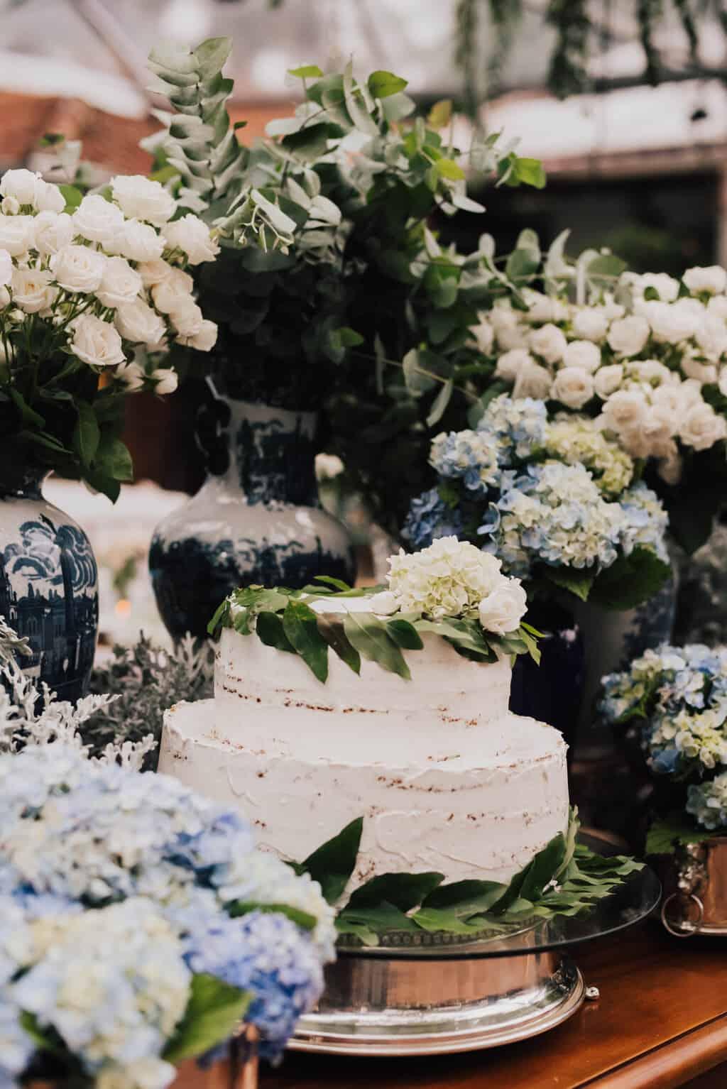 bolo-de-casamento-casamento-Maitê-e-Breno-decor-contemporanea-decoracao-branca-com-verde-Fotografia-Mana-Gollo-Hotel-Timbó-Park20