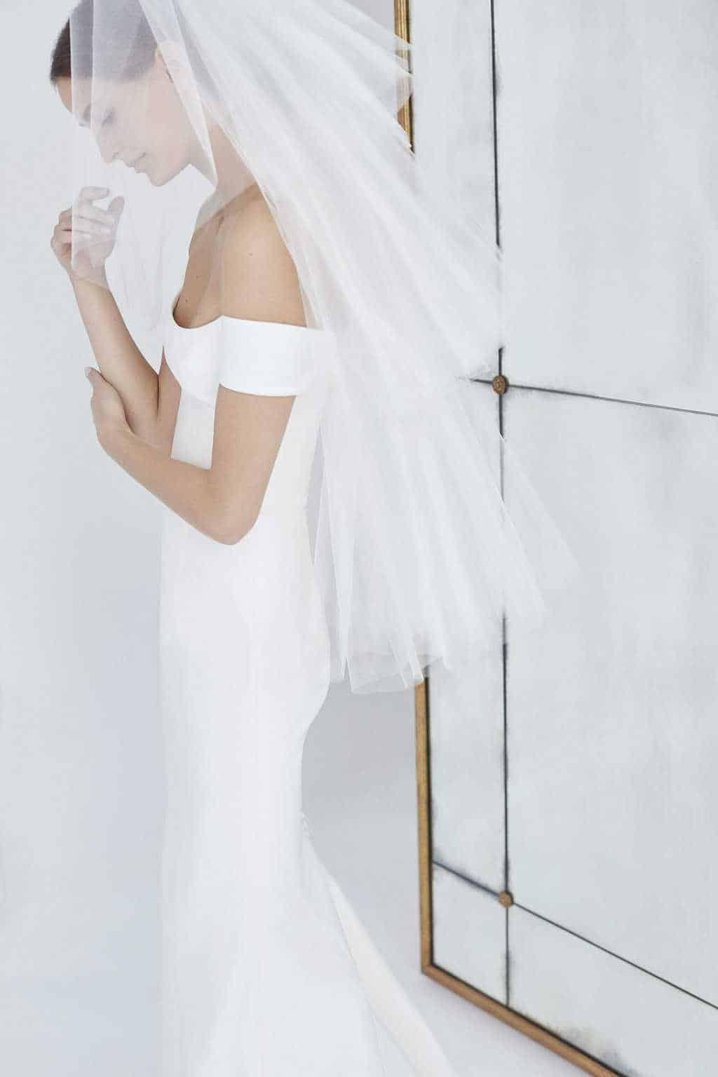 carolina-herrera-vestido-de-noiva-sem-renda-CHNY_BridalF18_Alt