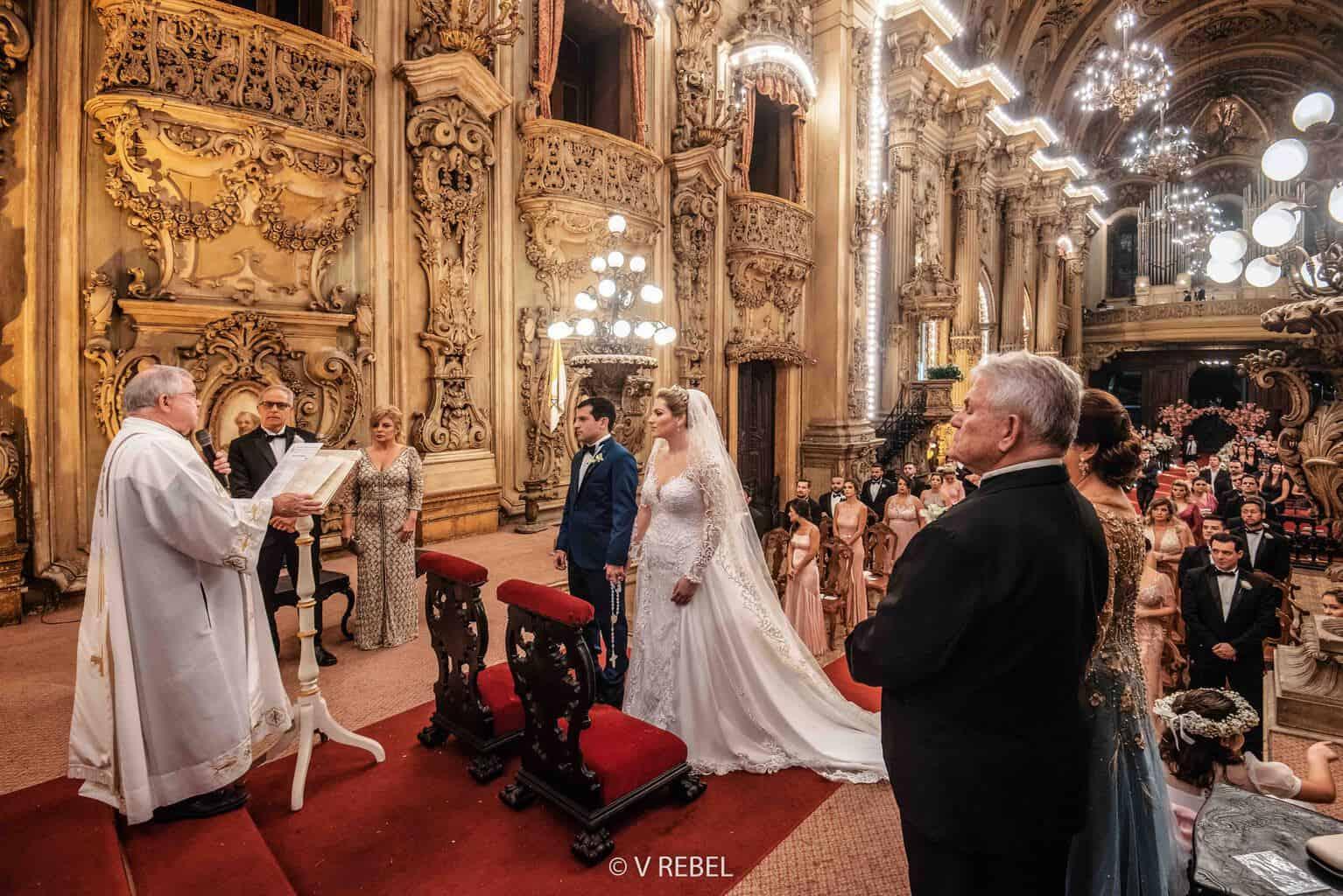 casamento-Caroline-e-Breno-casamento-clássico-cerimonia-na-igreja-fotografia-VRebel-noivos-no-altar40