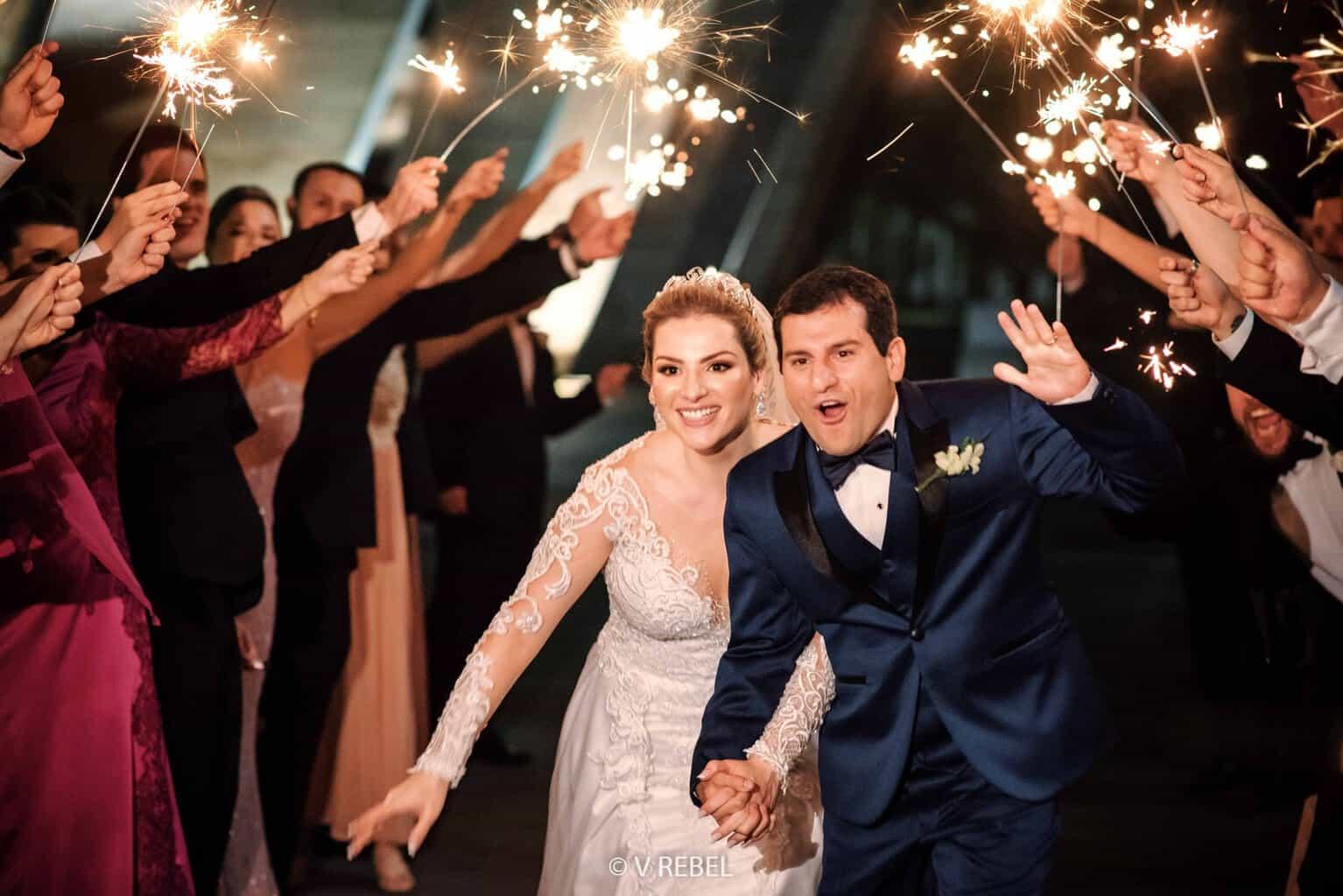 casamento-Caroline-e-Breno-casamento-clássico-entrada-dos-noivos-foto-do-casal-fotografia-VRebel80