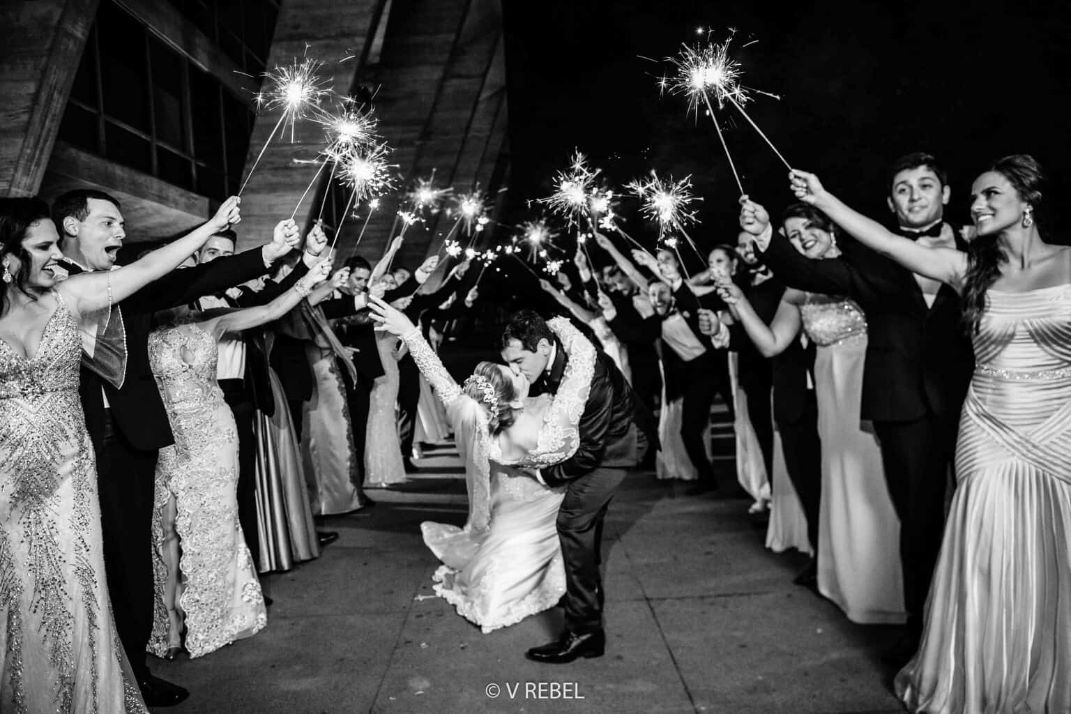 casamento-Caroline-e-Breno-casamento-clássico-entrada-dos-noivos-fotografia-VRebel-padrinhos79