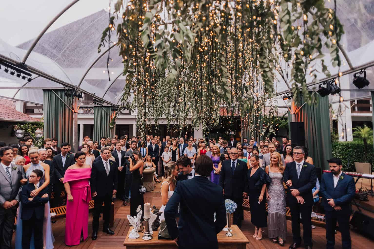 casamento-Maitê-e-Breno-cerimonia-no-jardim-Fotografia-Mana-Gollo-Hotel-Timbó-Park-noivos-no-altar42-1