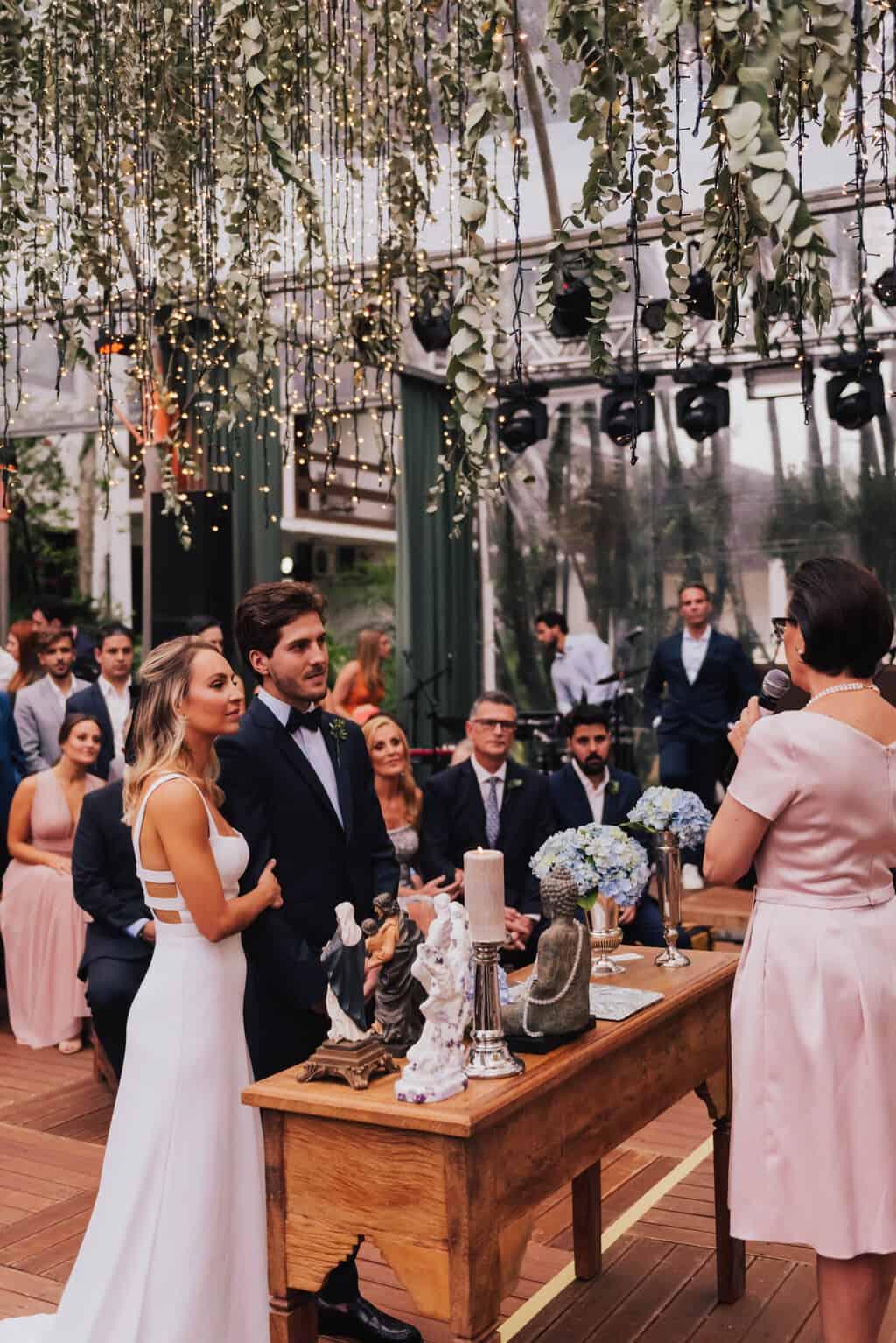 casamento-Maitê-e-Breno-cerimonia-no-jardim-Fotografia-Mana-Gollo-Hotel-Timbó-Park-noivos-no-altar50