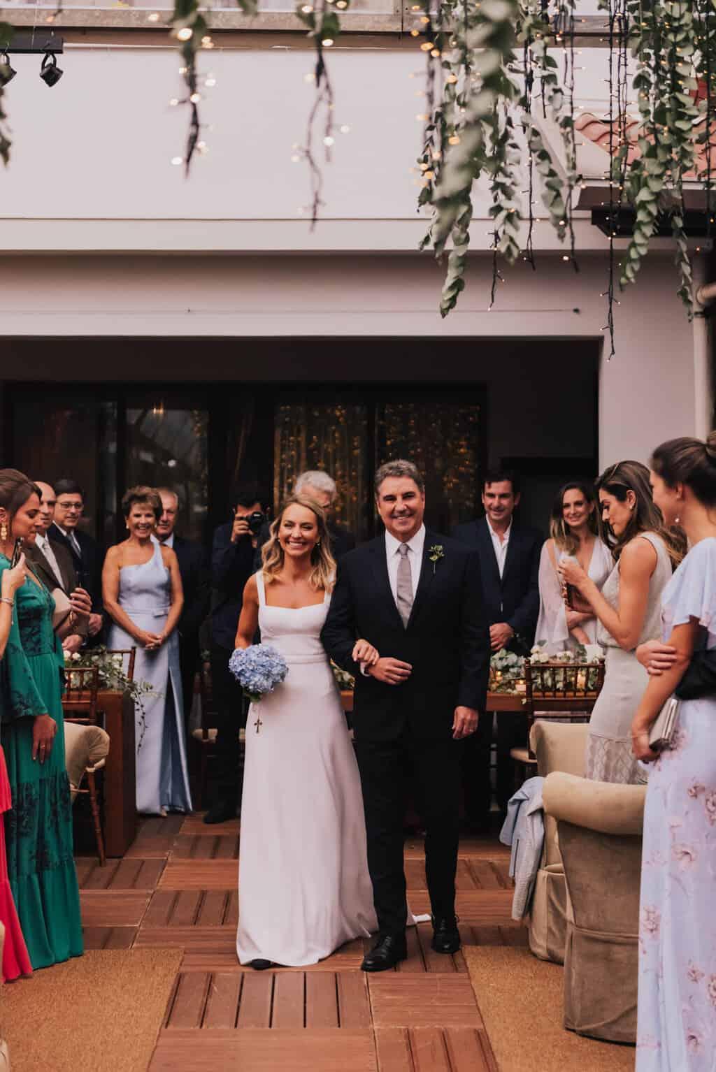 casamento-Maitê-e-Breno-cerimonia-no-jardim-entrada-da-noiva-Fotografia-Mana-Gollo-Hotel-Timbó-Park38