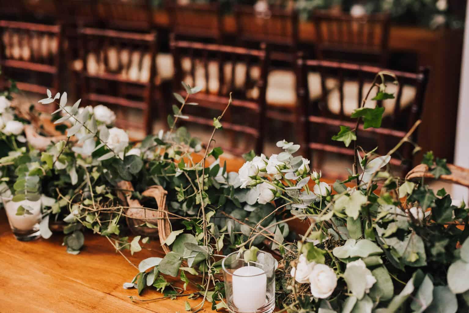 casamento-Maitê-e-Breno-decor-contemporanea-decoracao-branca-com-verde-Fotografia-Mana-Gollo-Hotel-Timbó-Park-mesa-dos-convidados11