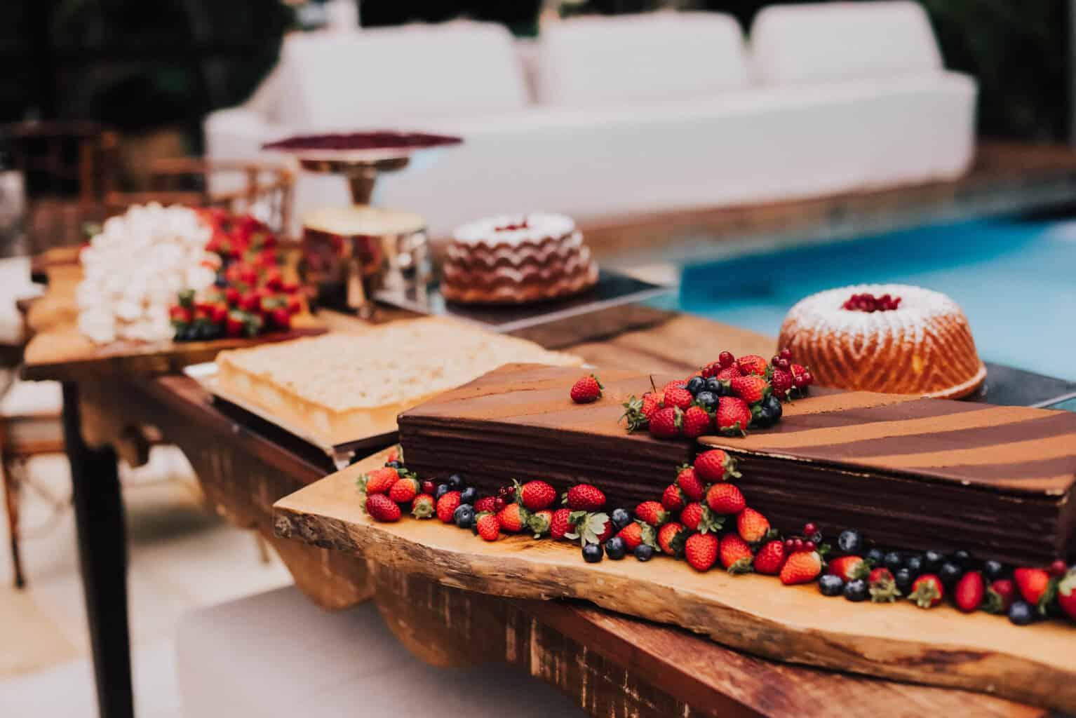 casamento-Maitê-e-Breno-decor-contemporanea-decoracao-branca-com-verde-Fotografia-Mana-Gollo-Hotel-Timbó-Park24