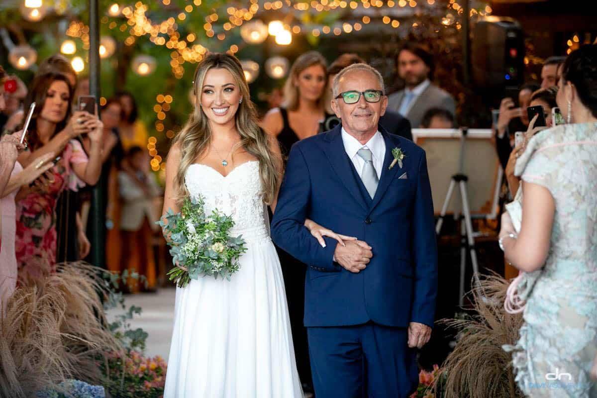 Casamento-Heloisa-e-Eduardo-Bolsonaro-cerimonia-ao-ar-livre-cerimonial-Márcia-Santiago-entrada-da-noiva-Fotografia-Davi-Nascimento59