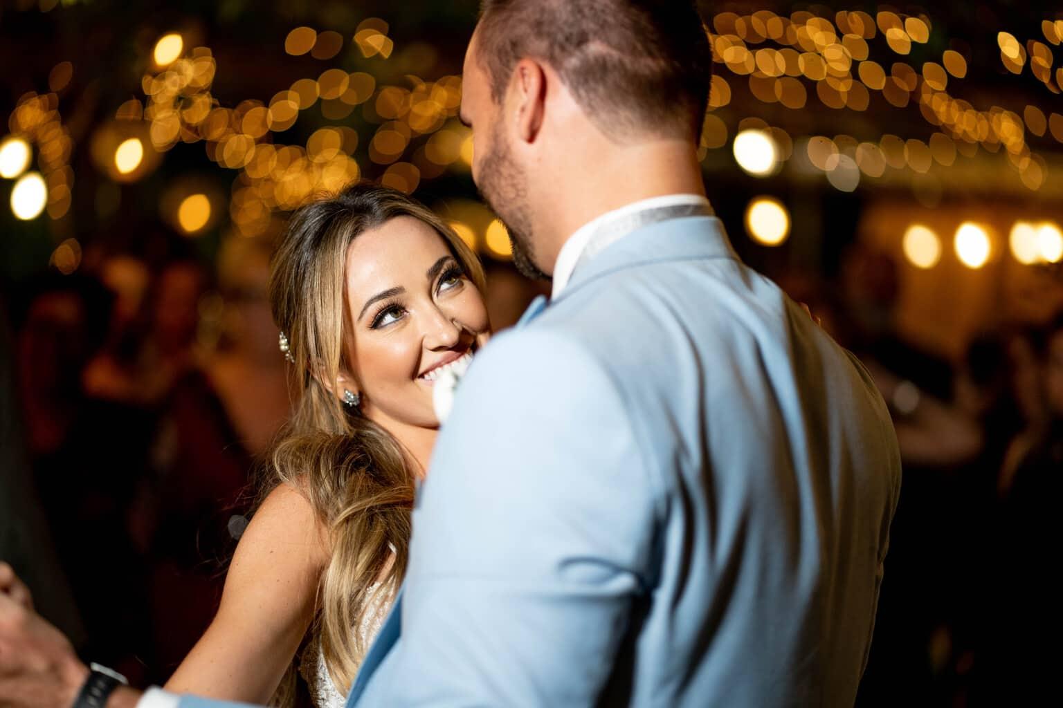 Casamento-Heloisa-e-Eduardo-Bolsonaro-cerimonial-Márcia-Santiago-Fotografia-Davi-Nascimento-noivos-na-pista-pista21