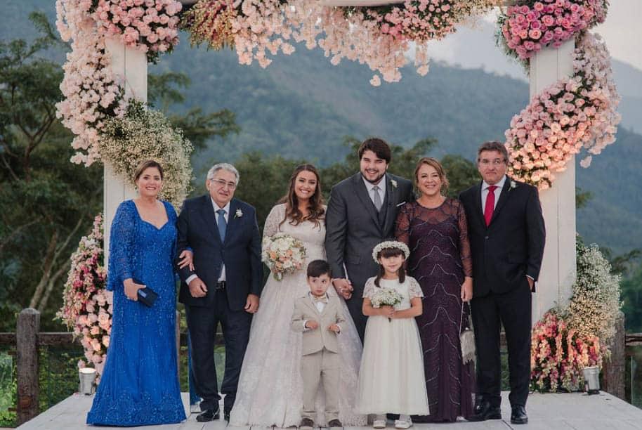 casamento-ao-ar-livre-casamento-Bianca-e-Leonardo-cerimonia-ao-ar-livre-Fotografia-Fernanda-Suhett-noivos-no-altar-Quinta-da-Paz26