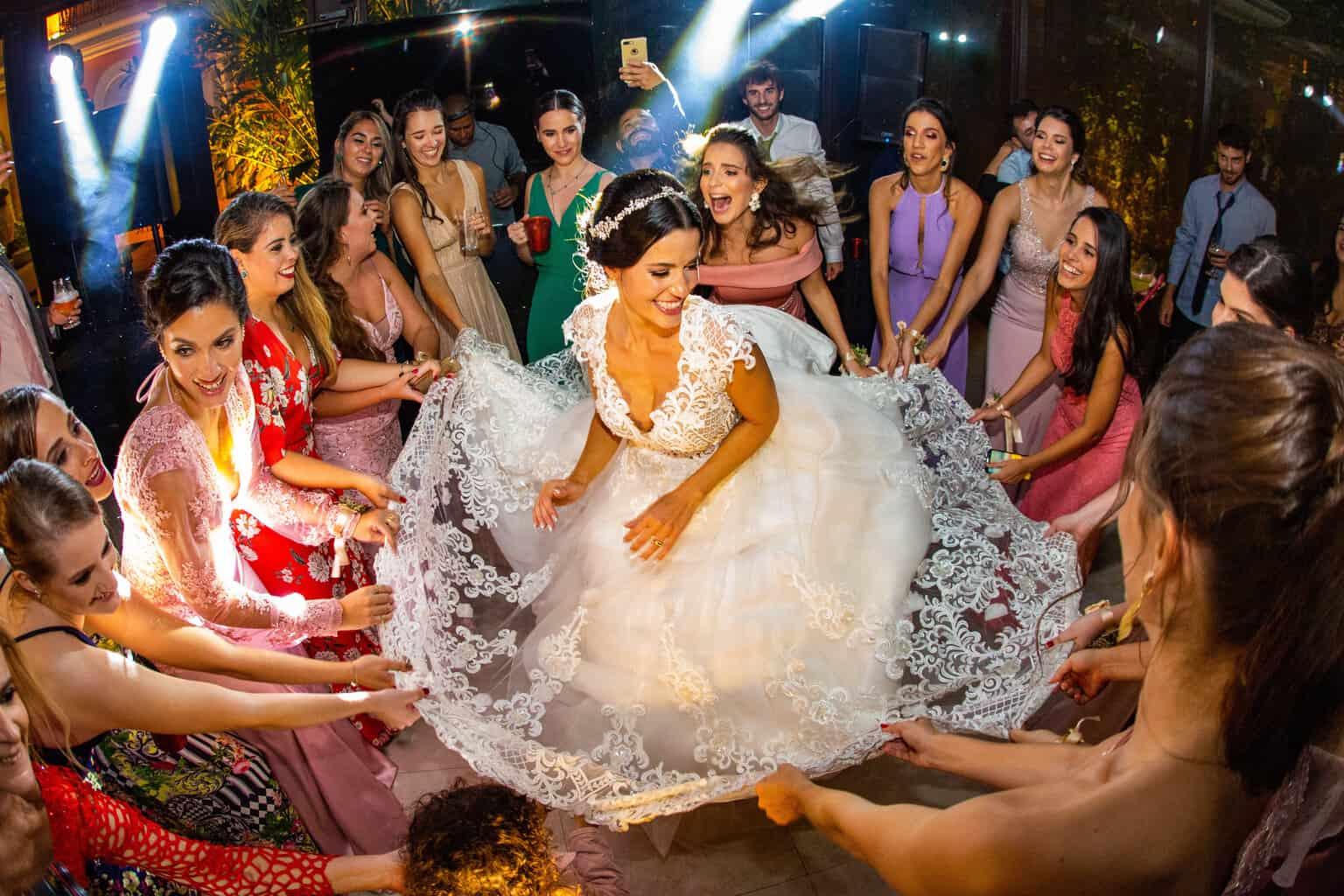 casamento-Beatriz-e-Joao-Fernando-Itaipava-Locanda-Della-Mimosa-pista-Thienny-Tammis232