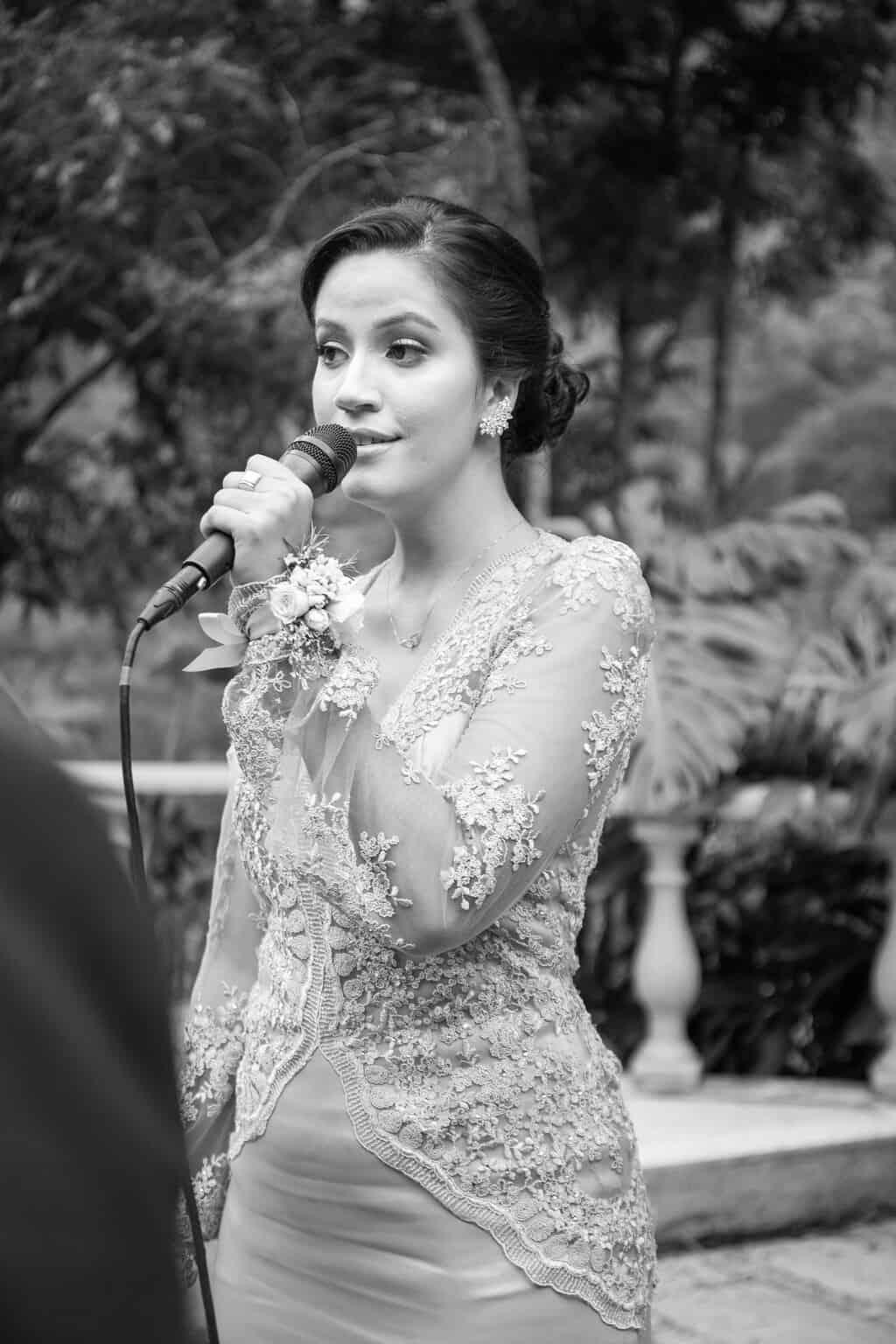 casamento-Beatriz-e-Joao-Fernando-cerimonia-ao-ar-livre-Itaipava-Locanda-Della-Mimosa-Thienny-Tammis128