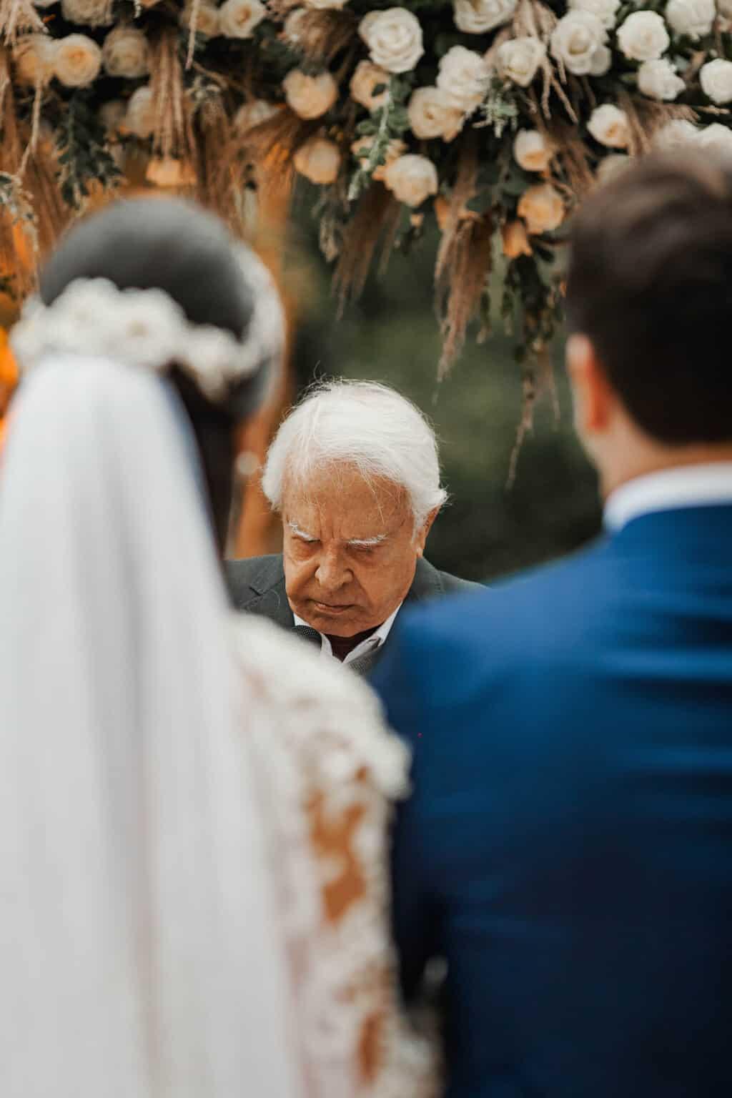 casamento-Beatriz-e-Joao-Fernando-cerimonia-ao-ar-livre-Itaipava-Locanda-Della-Mimosa-Thienny-Tammis144