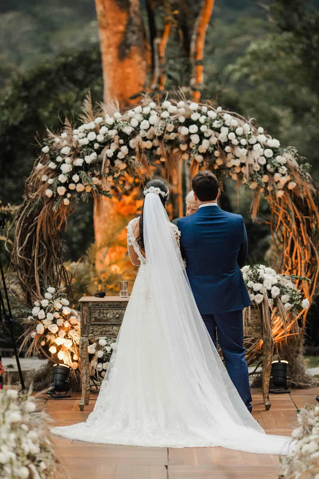 casamento-Beatriz-e-Joao-Fernando-cerimonia-ao-ar-livre-Itaipava-Locanda-Della-Mimosa-Thienny-Tammis147