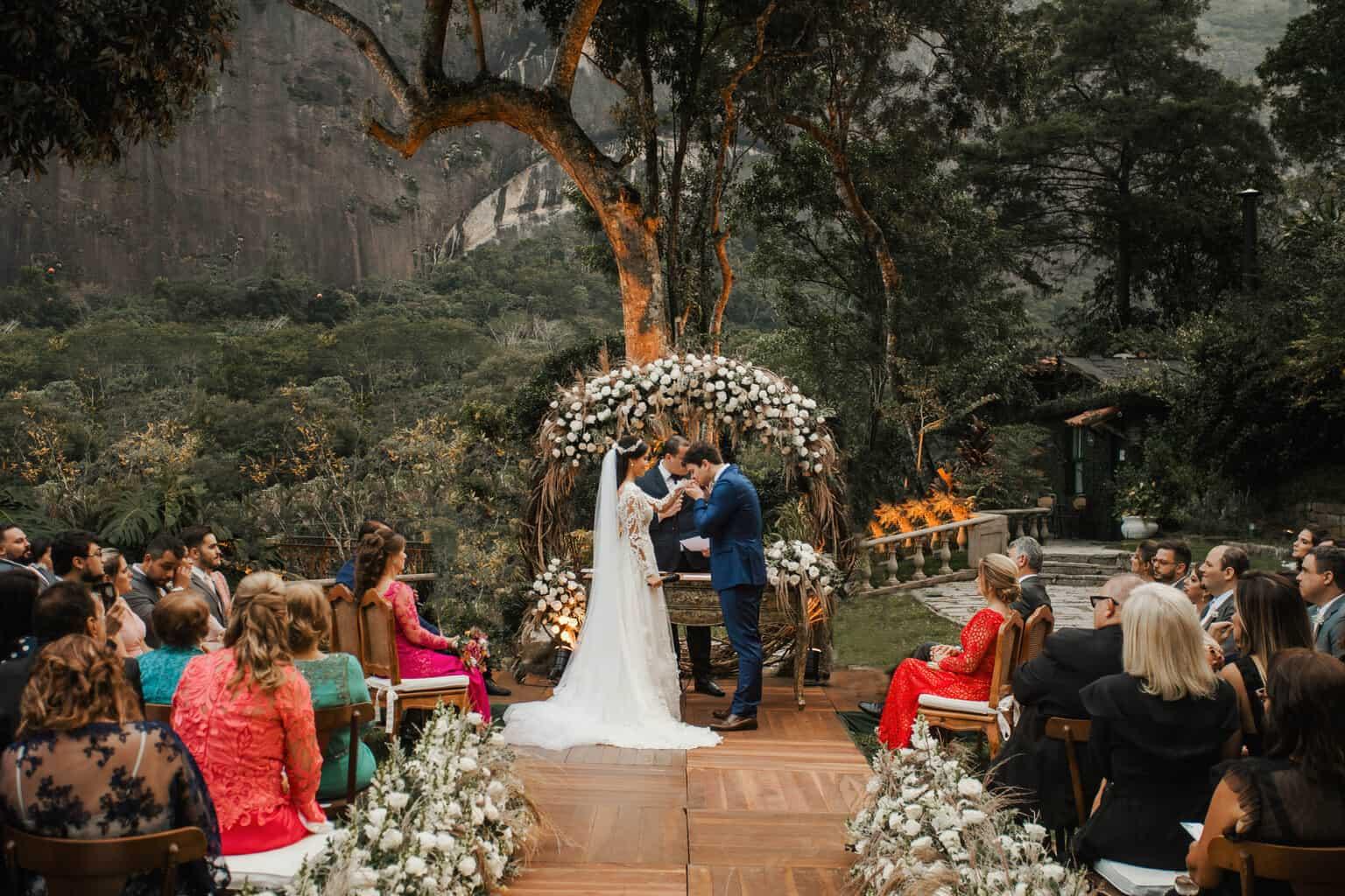 casamento-Beatriz-e-Joao-Fernando-cerimonia-ao-ar-livre-Itaipava-Locanda-Della-Mimosa-Thienny-Tammis167