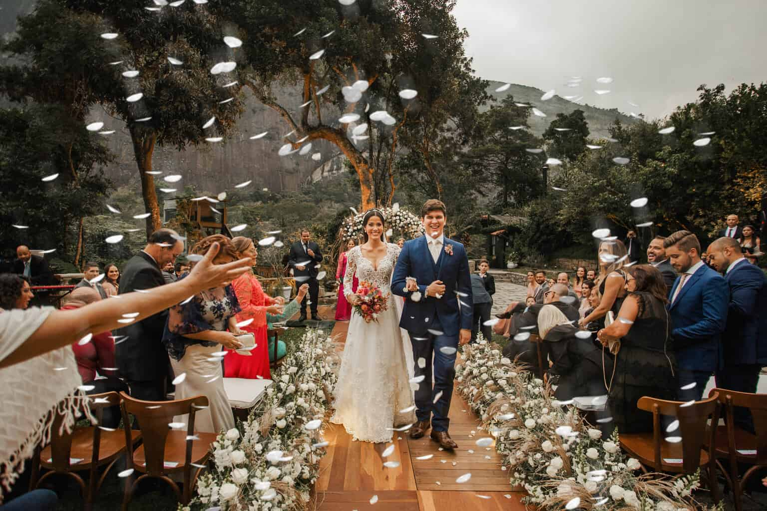 casamento-Beatriz-e-Joao-Fernando-cerimonia-ao-ar-livre-Itaipava-Locanda-Della-Mimosa-Thienny-Tammis174