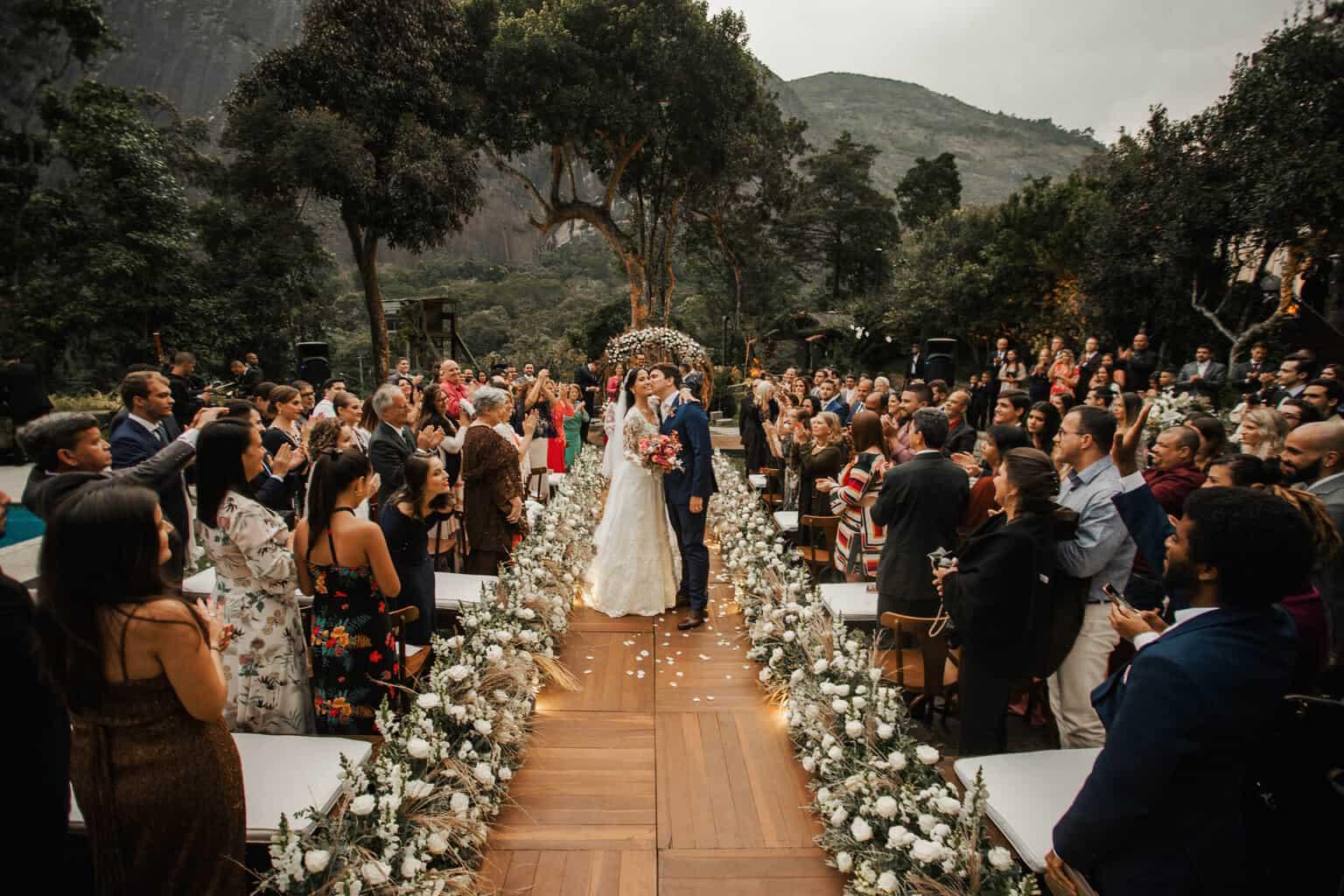 casamento-Beatriz-e-Joao-Fernando-cerimonia-ao-ar-livre-Itaipava-Locanda-Della-Mimosa-Thienny-Tammis177