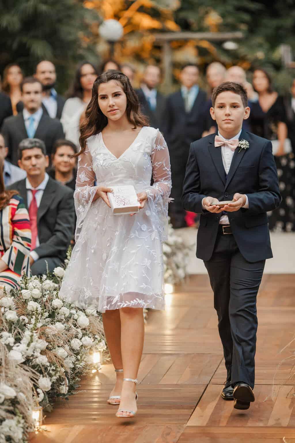 casamento-Beatriz-e-Joao-Fernando-cerimonia-ao-ar-livre-daminhas-e-pajens-Itaipava-Locanda-Della-Mimosa-Thienny-Tammis163